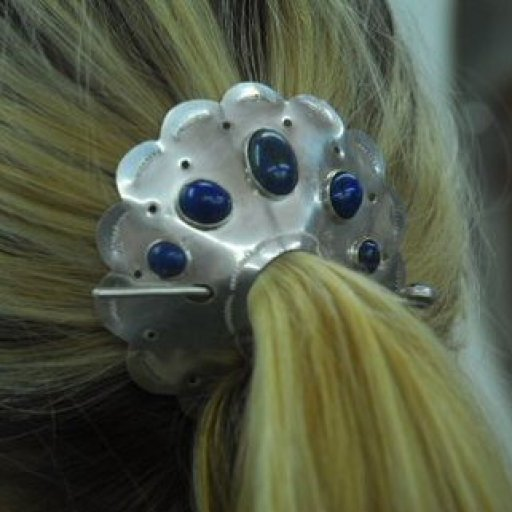 Hair clasp in use